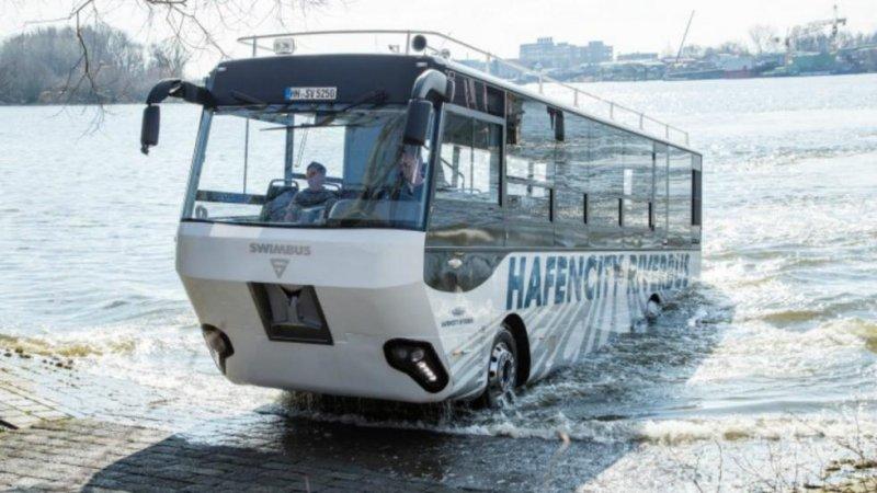 Как оказалось, автобус-амфибия - это экзотика только для Москвы, такие уже давно курсируют в Голландии, Канаде, Германии и США.