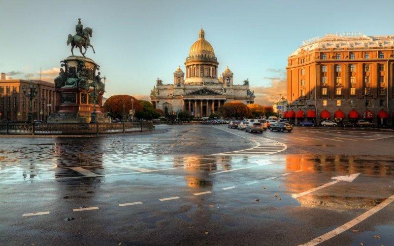 Удивительно теплый октябрь радует жителей Санкт-Петербурга