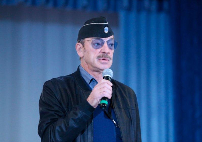 Михаил Боярский снял шляпу, и фотография попала в Интернет актер, артист кино, боярский, образ, шляпа