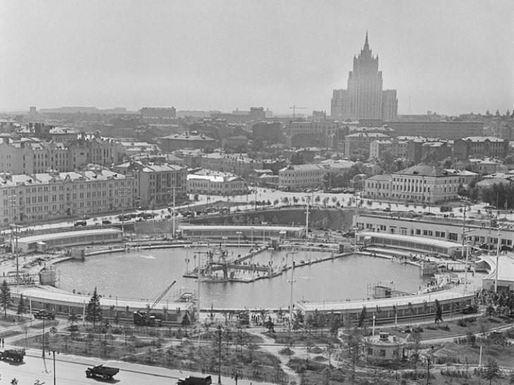 5 фактов о самом большом бассейне в СССР, работавшем на месте Храма Христа Спасителя бассейн, москва, ссср, храм христа спасителя