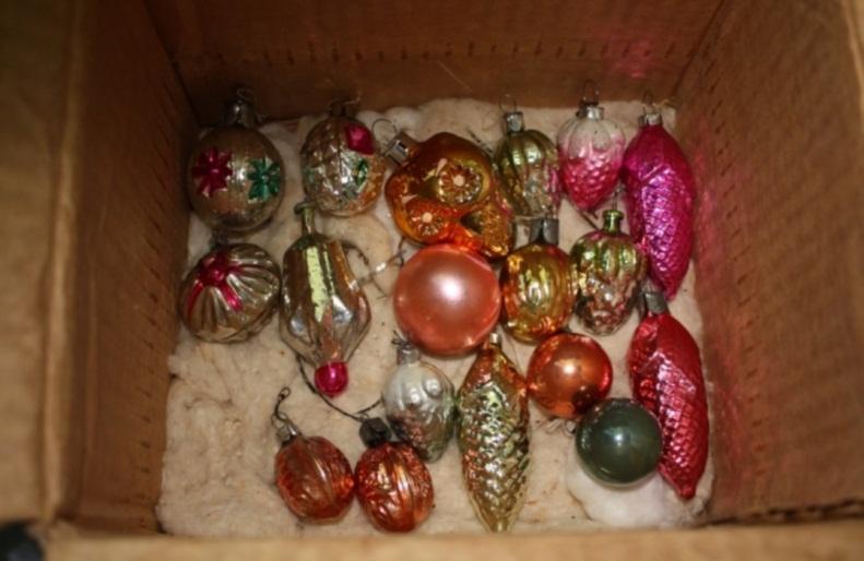"""Хранили это  """"богатство"""" обычно в картонном коробке с ватой елочные игрушки, новый год, ностальгия, ссср, стеклянные шары"""