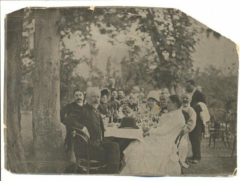 Пётр Чайковский в Тифлисе вместе с коллегами в 1889 году