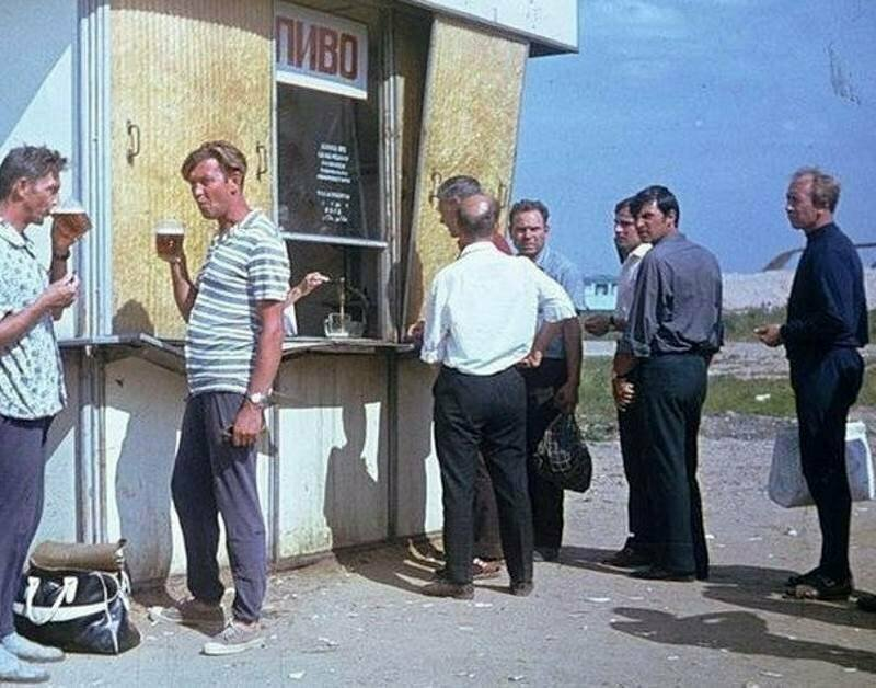 Особым видом досуга в СССР - было общение возле пивного ларька история, ностальгия, ссср, фотографии