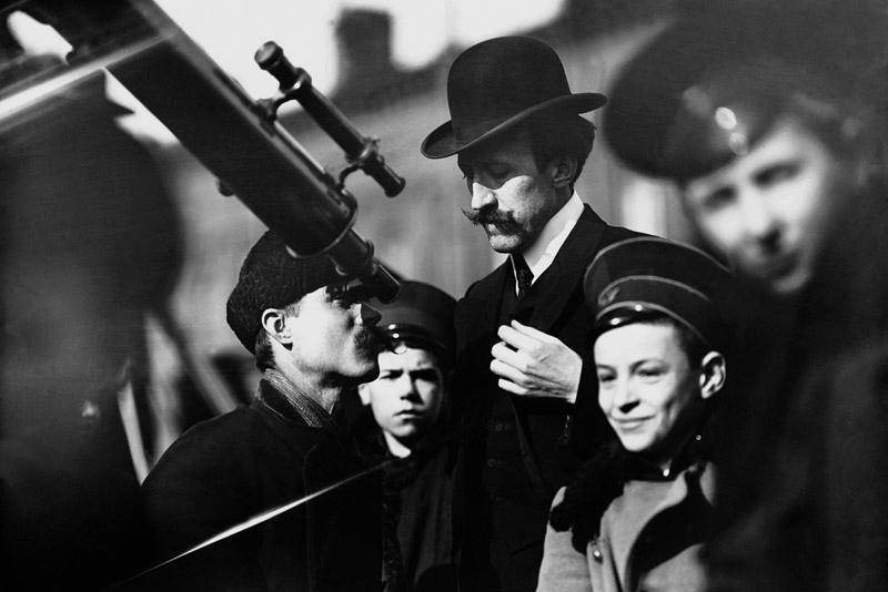 Жители Петербурга наблюдают за солнечным затмением, 17 апреля 1912 года Карл Булла, дореволюционная Россия, история, фотография