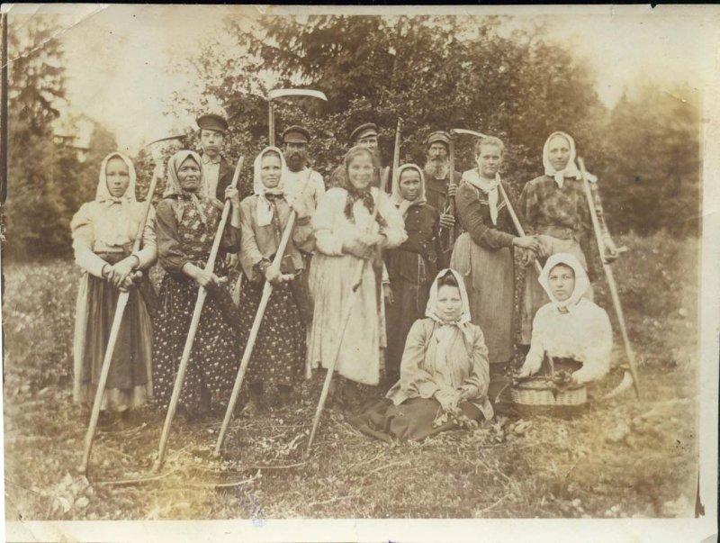 Жительницы деревни Красниково Солигаличского уезда, 1908 год