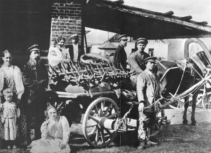 Сбор на полевые работы, начало прошлого века