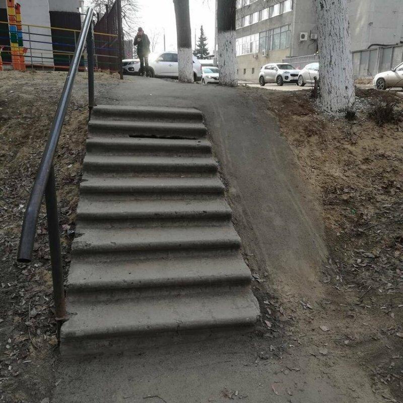 Это для мам с колясками и людей с ограниченными возможностями? Россия, архитектура, иностранцы, прикол, юмор