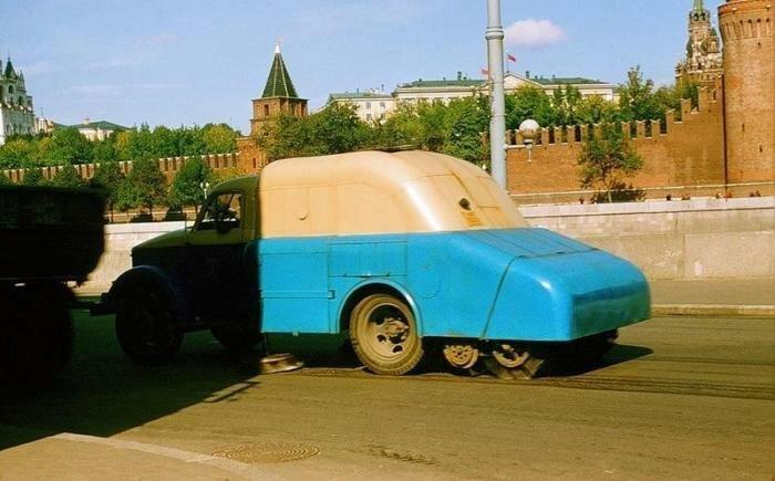 Москва, СССР, 1956 год. Уборка улиц