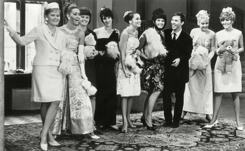 Модельер Вячеслав Зайцев с манекенщицами, 1965 год Стешанов, люди, снимки, ссср, фото, фотограф