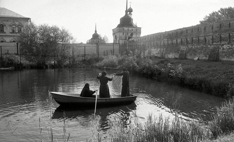 Монашки на рыбалке. Горький, 1980-е Стешанов, люди, снимки, ссср, фото, фотограф