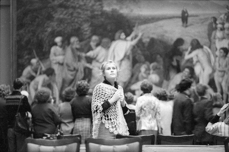 Незнакомка в Третьяковке, 1980-е годы Стешанов, люди, снимки, ссср, фото, фотограф