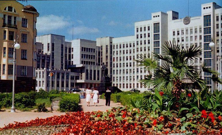 Площадь перед зданием Правительства в Минске история, кинохроника, ссср, страна, цвет