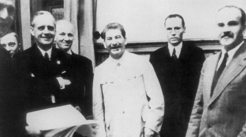 Подписание пакта Молотова — Риббентропа между Германией и СССР, 23 августа 1939  года значимые, исторические факты, особенные, редкие, события. фото