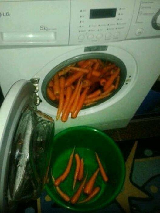 Обычное мытье моркови