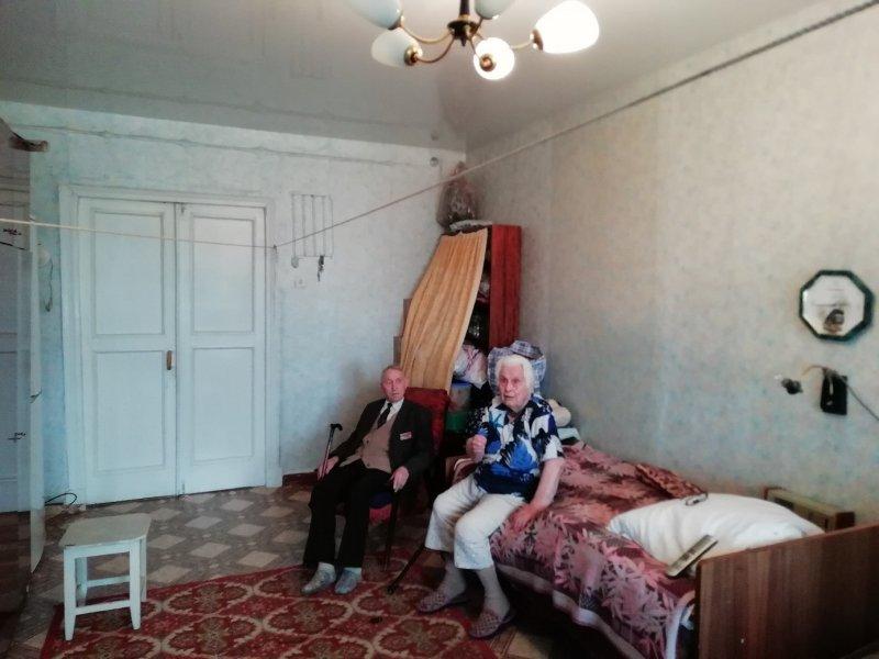 Вот так ветеран с супругой жили до ремонта