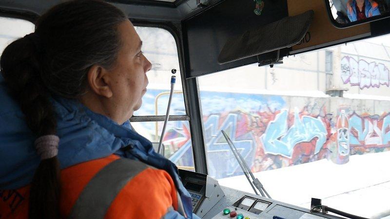 Не так давно Антон помог и водителю трамвая Полине Геннадьевне