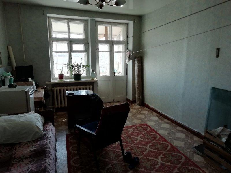 Екатеринбуржец за свой счет ремонтирует квартиры ветеранов ВОВ