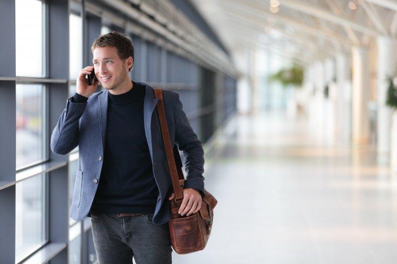 Разговор дороже денег: мобильные операторы начинают отменять роуминг