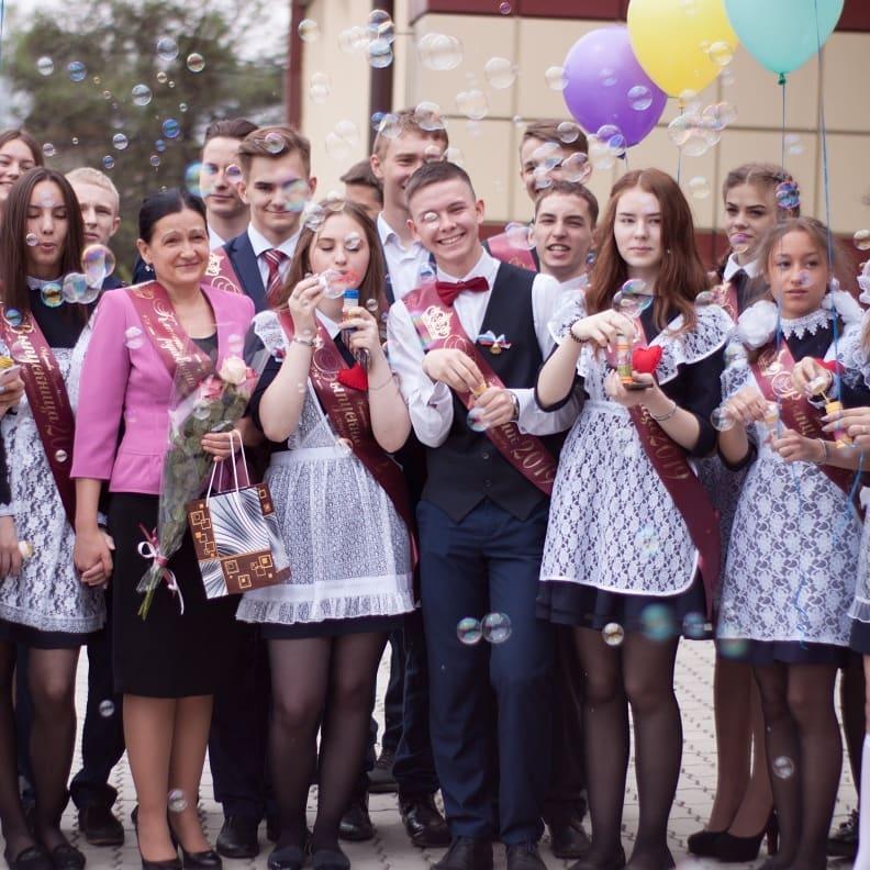 """Российские выпускницы покрасовались на """"Последним звонке"""""""