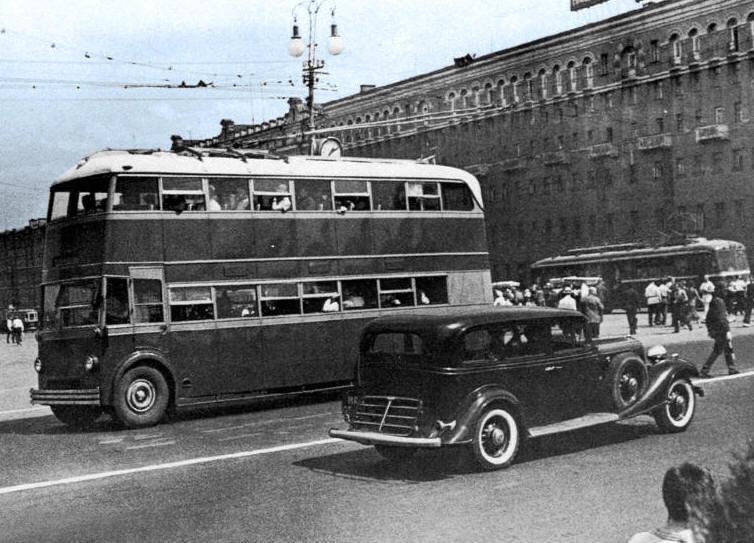 Двухэтажные троллейбусы: почему вместительный транспорт не прижился в СССР? автобус, москва, ссср, транспорт, троллейбус