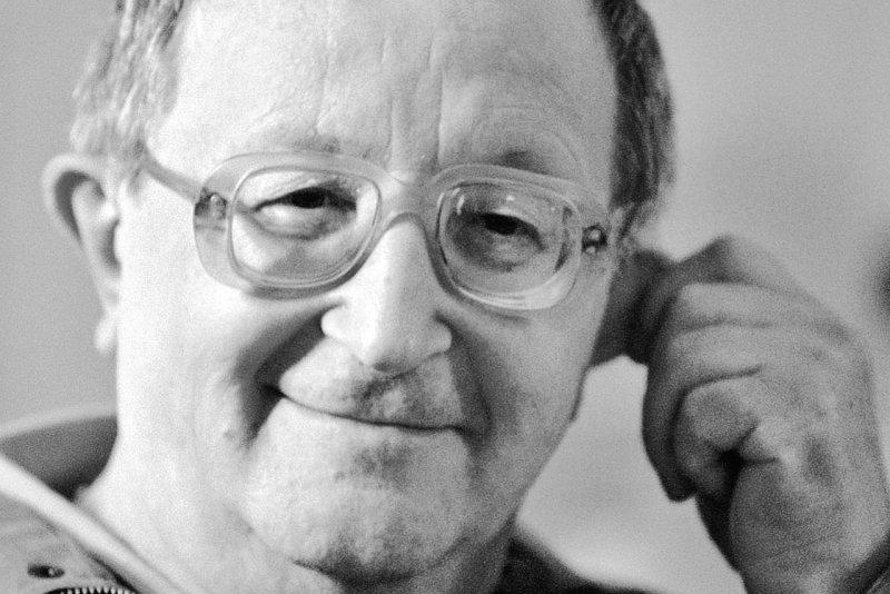 «А вдруг не писатель»: чиновники отказались устанавливать Стругацкому мемориальную доску без справки