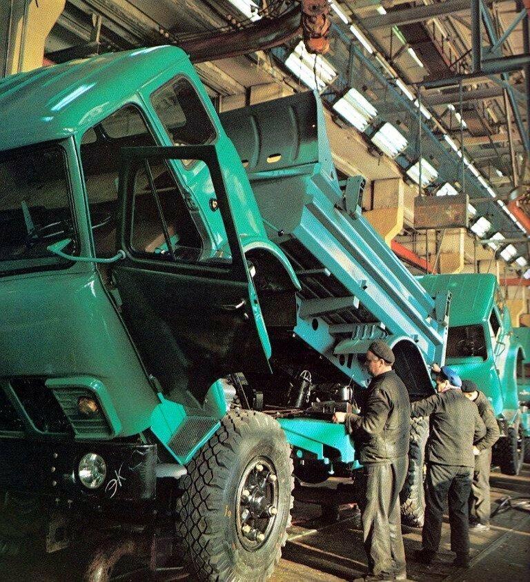 МАЗ-5549 на конвейере, 1978 год