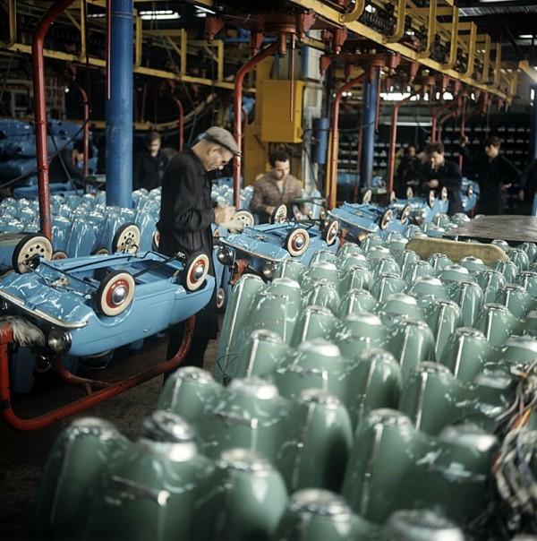 Цех детских педальных автомобилей, АЗЛК, 1970 год история, союз, ссср, фото, эпоха