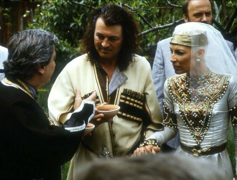 Иан Гиллан (вокалист Deep Purple) и его супруга Брон на церемонии венчания в Тбилиси, 1990 год