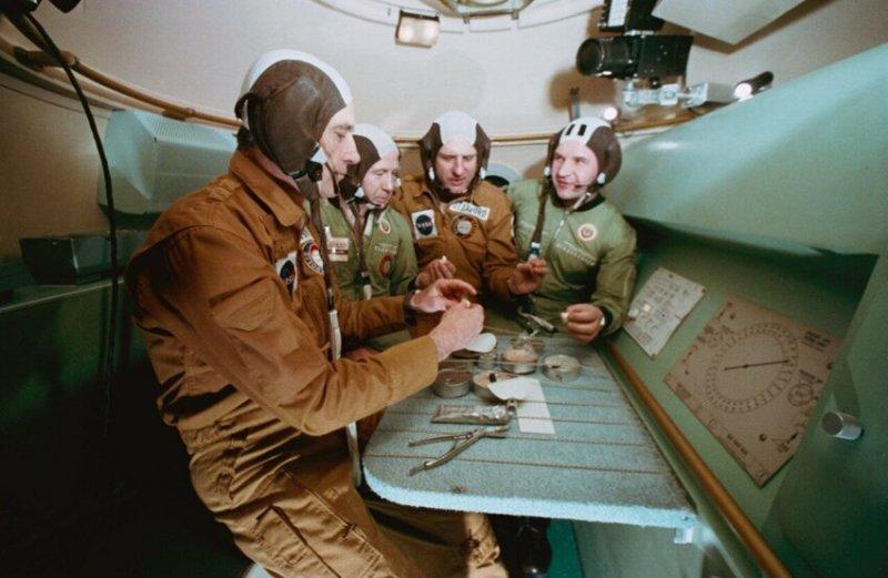 """Совместные тренировки перед стыковкой """"Союза"""" и """"Аполлона"""", 1975 год, Хьюстон"""