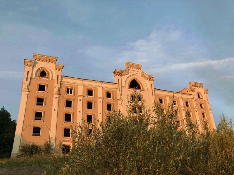 Казань, недостроенный санаторий около моста