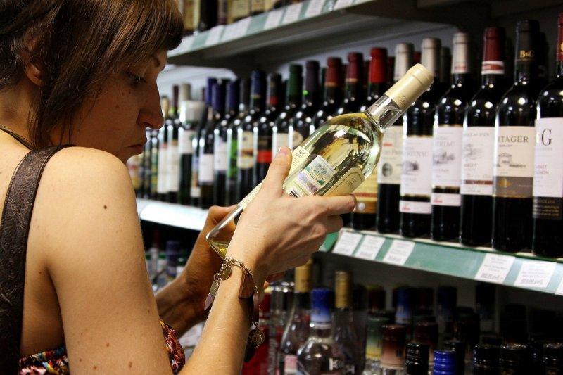 Мобильное приложение вместо паспорта: как в России можно будет купить алкоголь?