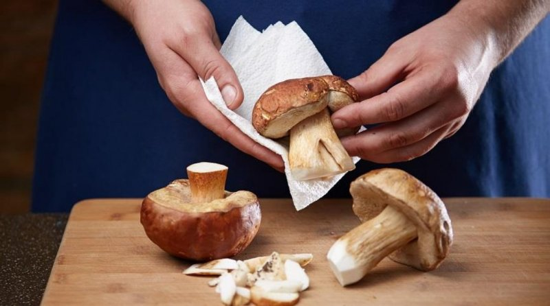 В Роскачестве посоветовали не мыть мясо перед приготовлением