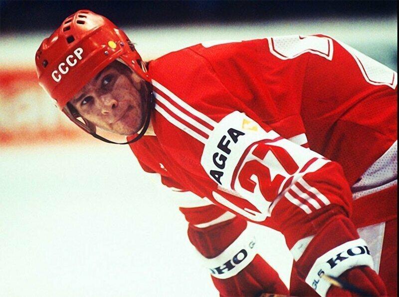 Нападающий сборной СССР, чемпион мира и Европы по хоккею Вячеслав Быков