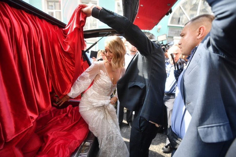 Собчак похвасталась свадебным шампанским за 8 тысяч