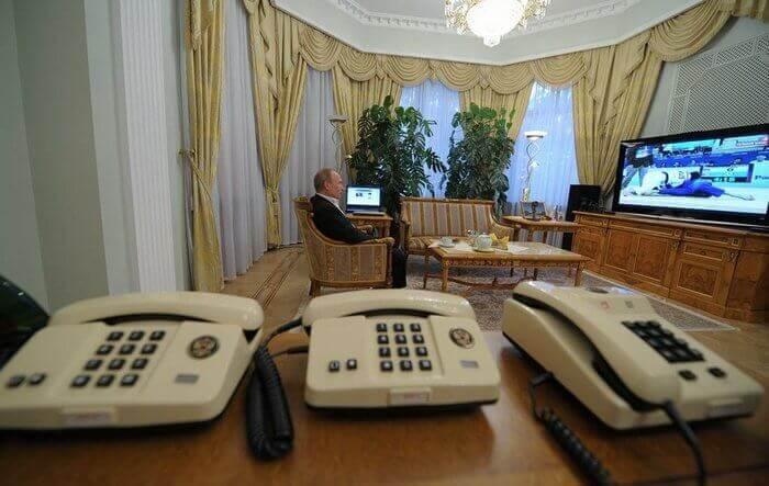 """В Кремле рассказали, какой """"мобильник"""" у Путина"""