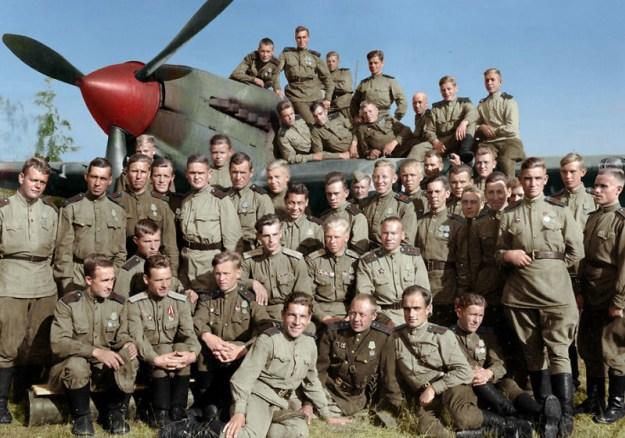 Групповое фото членов 566-го штурмового авиационного полка