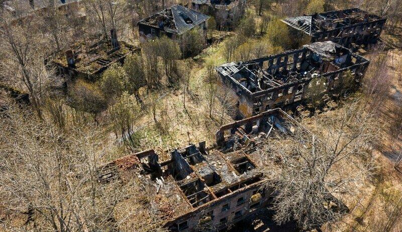 Опустошенность и красота на одной фотографии: поселки-призраки России