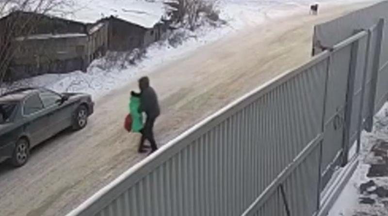 Иркутского школьника наградили за защиту девочки от педофила
