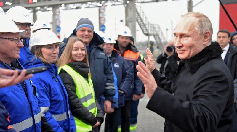Путин открыл новую скоростную автотрассу