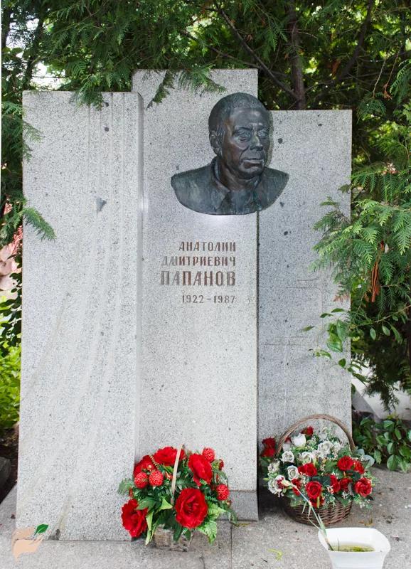 Мертвый город: как выглядят могилы 15 знаменитых и любимых российских актеров