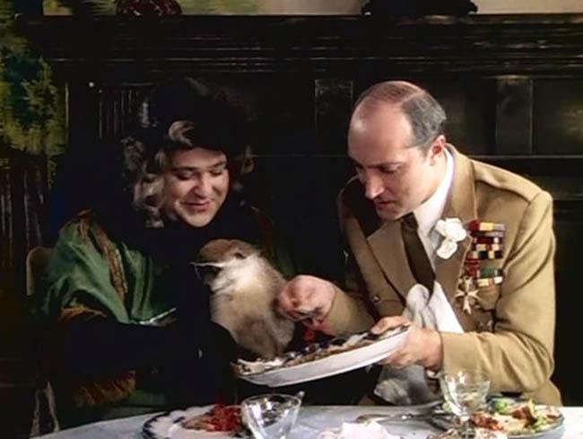 Позвольте предложить Вам маленький кусочек ростбифа. — Спасибо, но кусочек можно и побольше! (Здравствуйте, я ваша тётя)