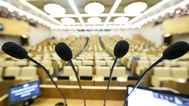 """Российский депутат назвал своих коллег """"мудаками"""", подумав, что у него выключен микрофон"""