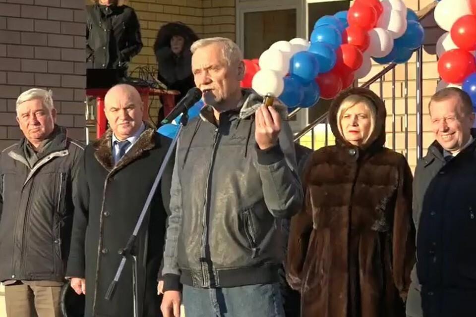 """""""Вам пригодится"""": депутат Госдумы подарил нижегородским чиновникам вазелин"""