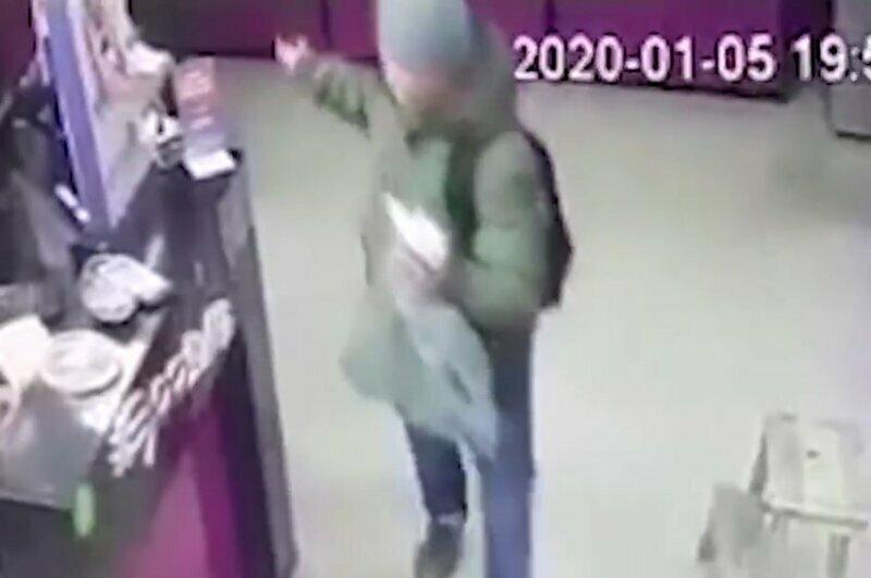 Неизвестный украл из секс-шопа силиконовую попу с подогревом