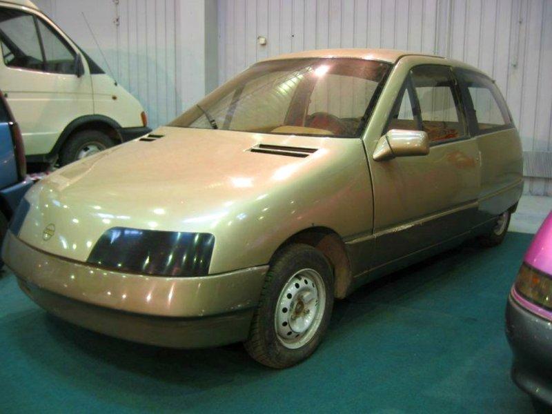 НАМИ-0284 «Дебют» Дебют этого несколько необычного автомобиля состоялся в 1987 году, но навсегда остался концепт-каром