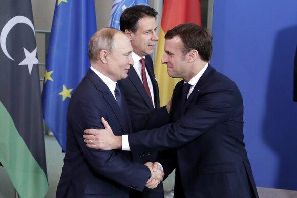 Сыграл в прятки: Макрон и Меркель искали Путина на саммите в Берлине
