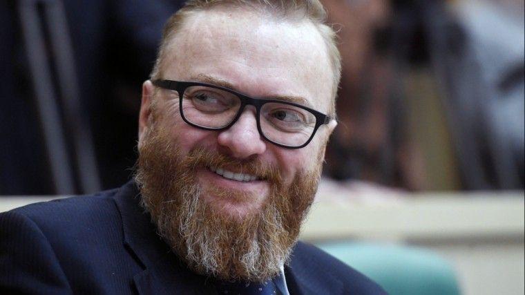 """Милонов посоветовал гнать """"к чертям собачьим"""" чиновников с яркими волосами"""