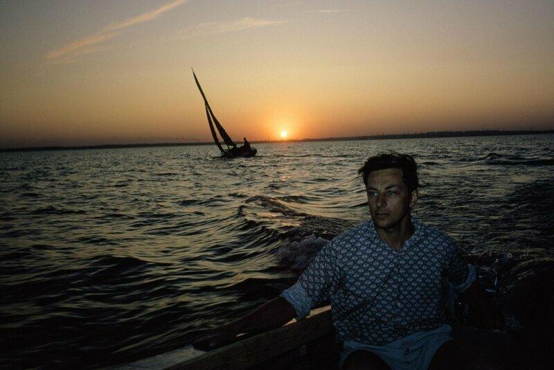 1967 год. Исследователь из Академгородка в своей моторной лодке. Обское море