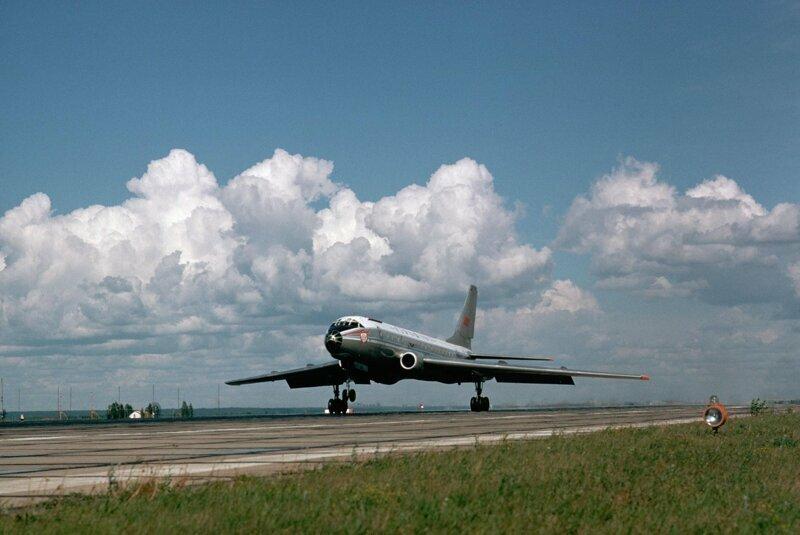 1974 год. Самолет Ту-104 взлетает из Новосибирска