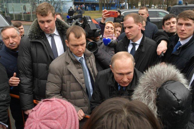 Путин рассказал о своей зарплате россиянке, которая получает 10 тысяч рублей